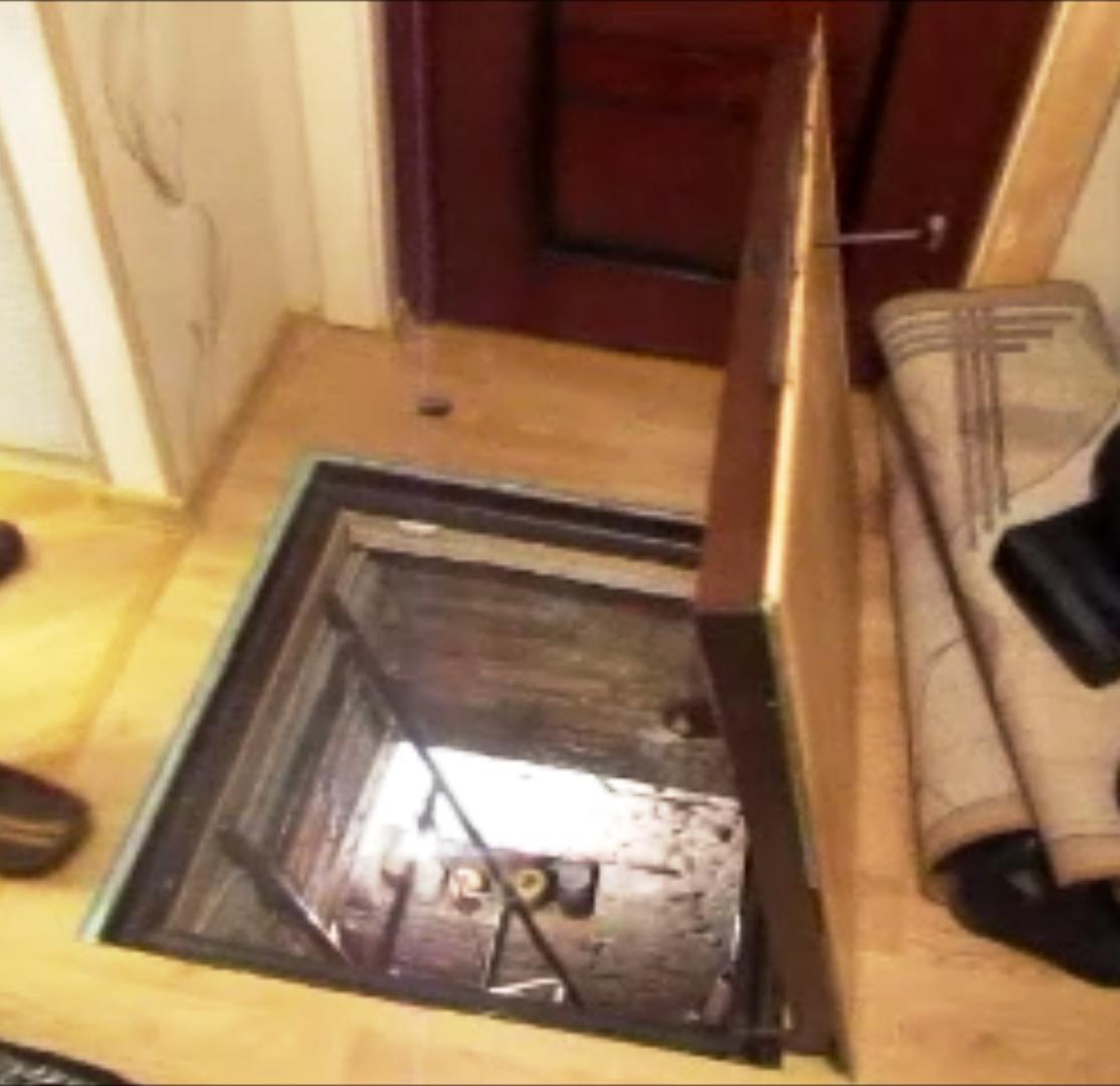 Фотогалерея - потаємні люки в підлозі під плитку.